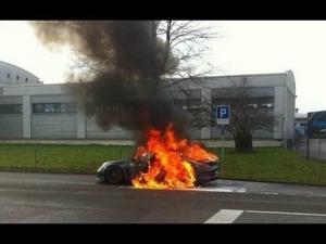 Porsche 991 pegando fogo korncars