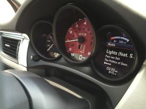 Porsche Macan GTS painel (Korncars)